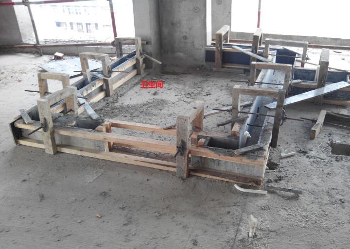 卫生间,阳台的翻边 二次结构支模直接在结构层浇筑c20