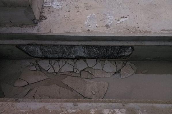 屋面卷材隐蔽_屋面天沟内侧墙防水卷材空鼓导致防水保护层脱落,有什么好的 ...