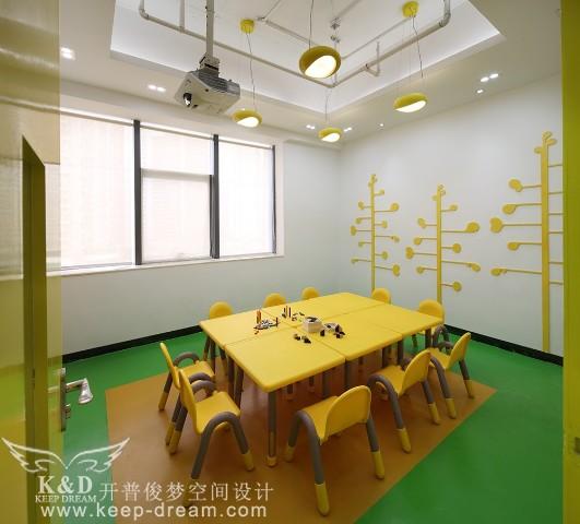 小树大树陪伴孩子成长,感受棉花糖教室的魅力.