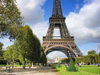 法国的埃菲尔铁塔不就是