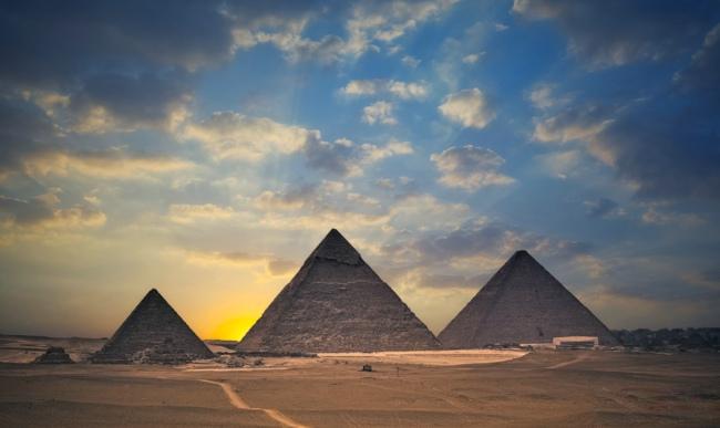 19,吉萨金字塔(埃及)